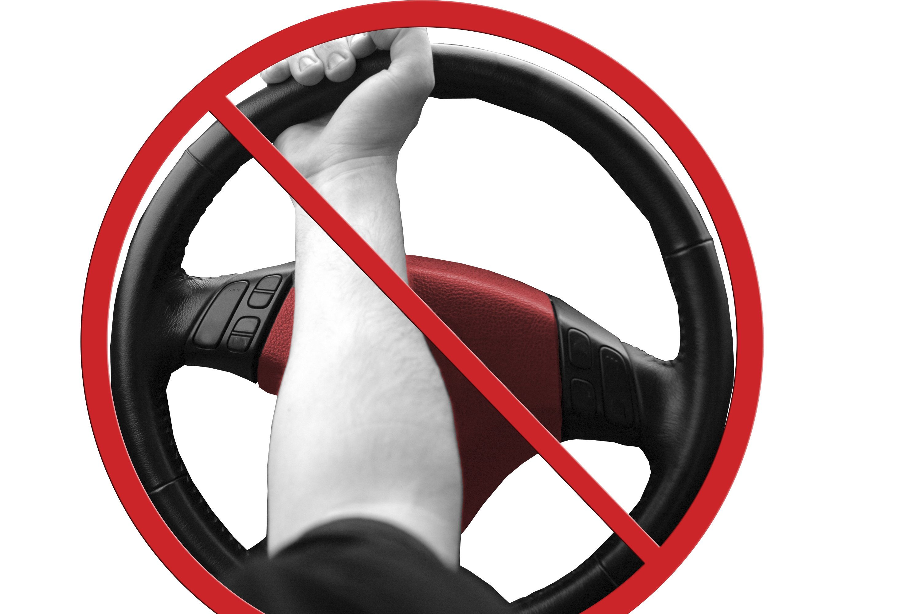 how to hold and not hold your steering wheel